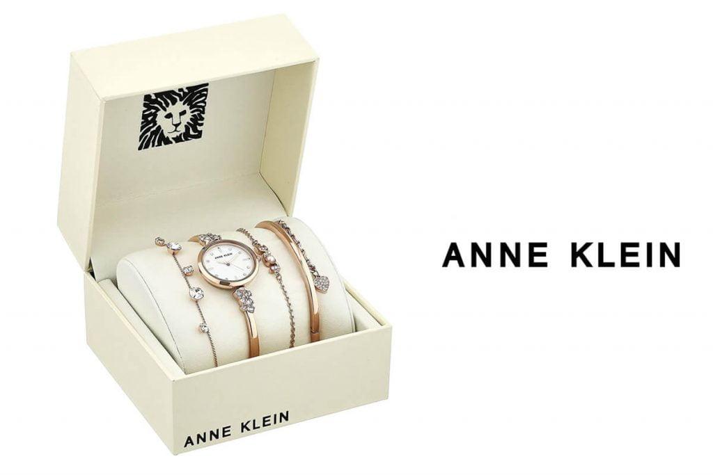 Dla bardziej wymagających kobiet marka Anne Klein oferuje zestaw zegarków z bransoletkami