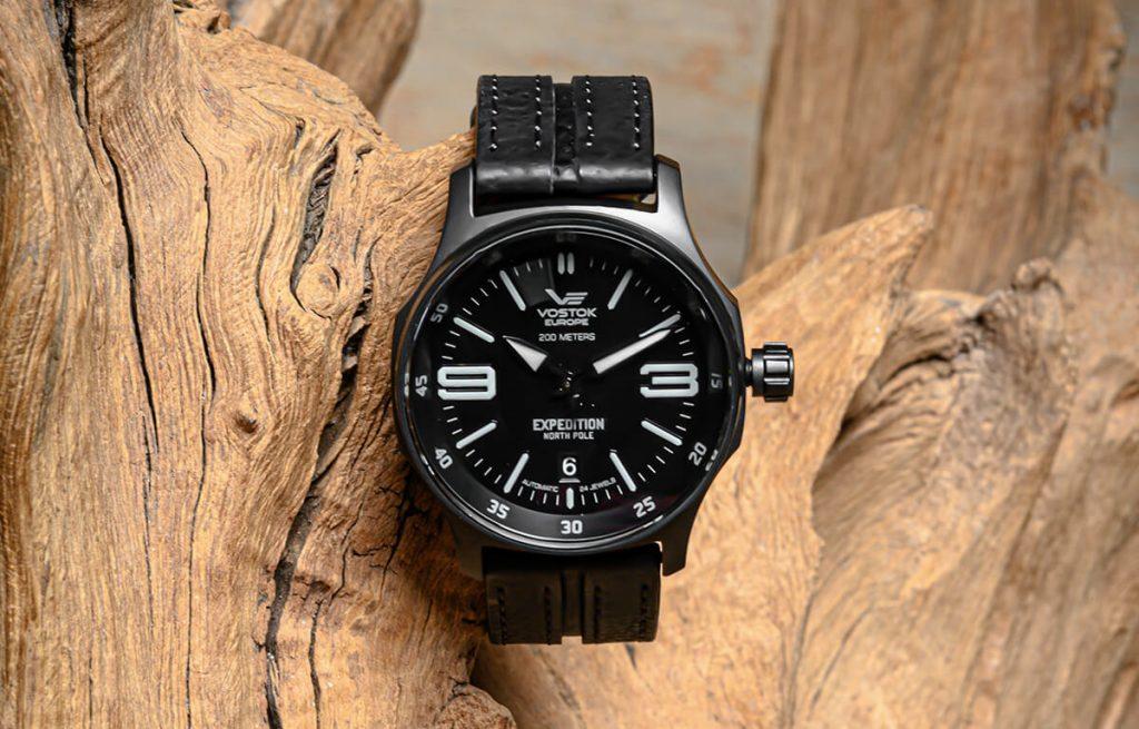 Czarny zegarek Vostok Europe ze skórzanym paskiem