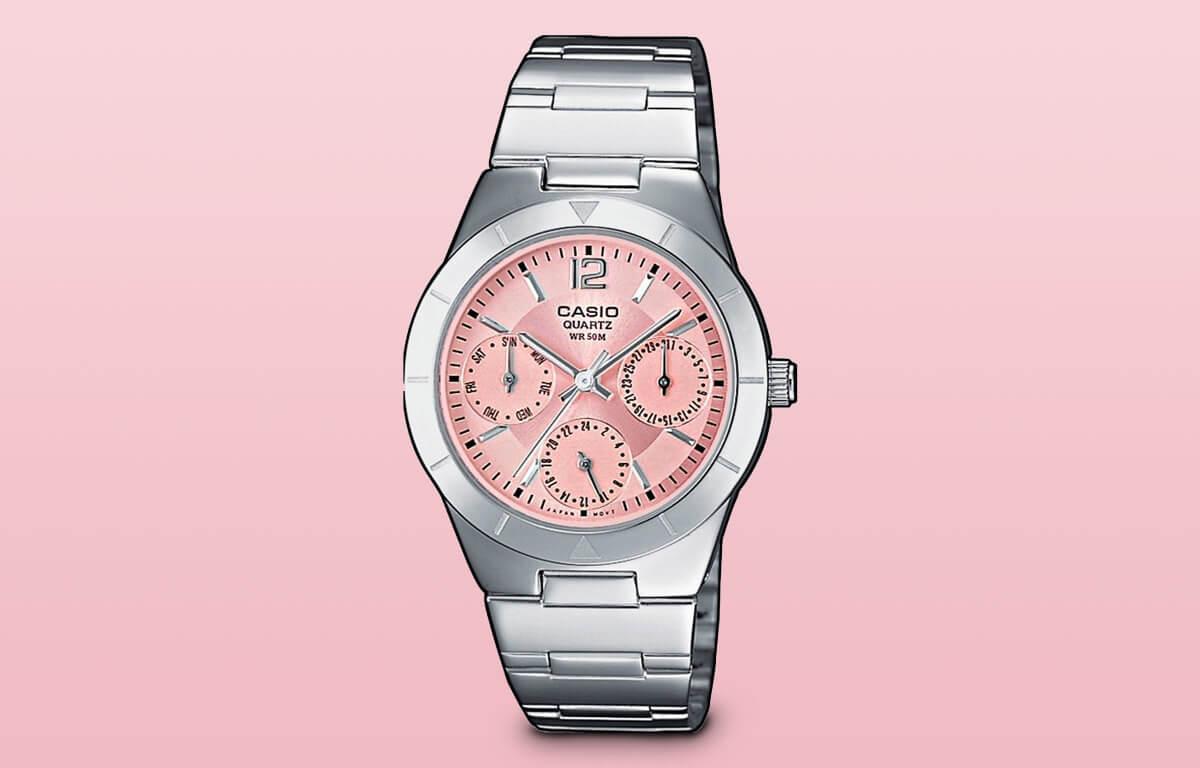 Model Casio LTP-2069D-4AVEF można również zaliczyć do tanich zegarków damskich