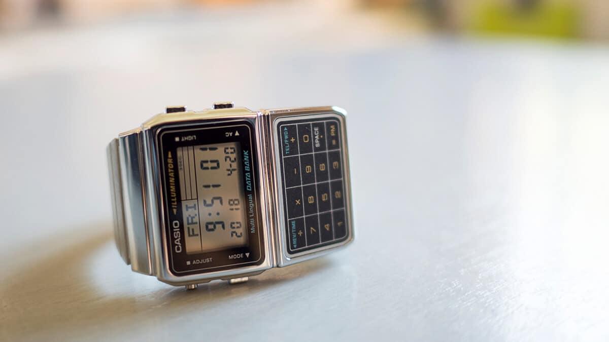 Czy wiesz, jaka jest historia zegarków z kalkulatorem?